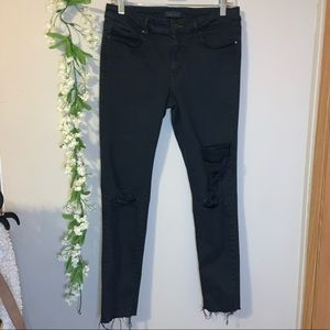 Black cropped ripped jeans size 4 UNIQLO